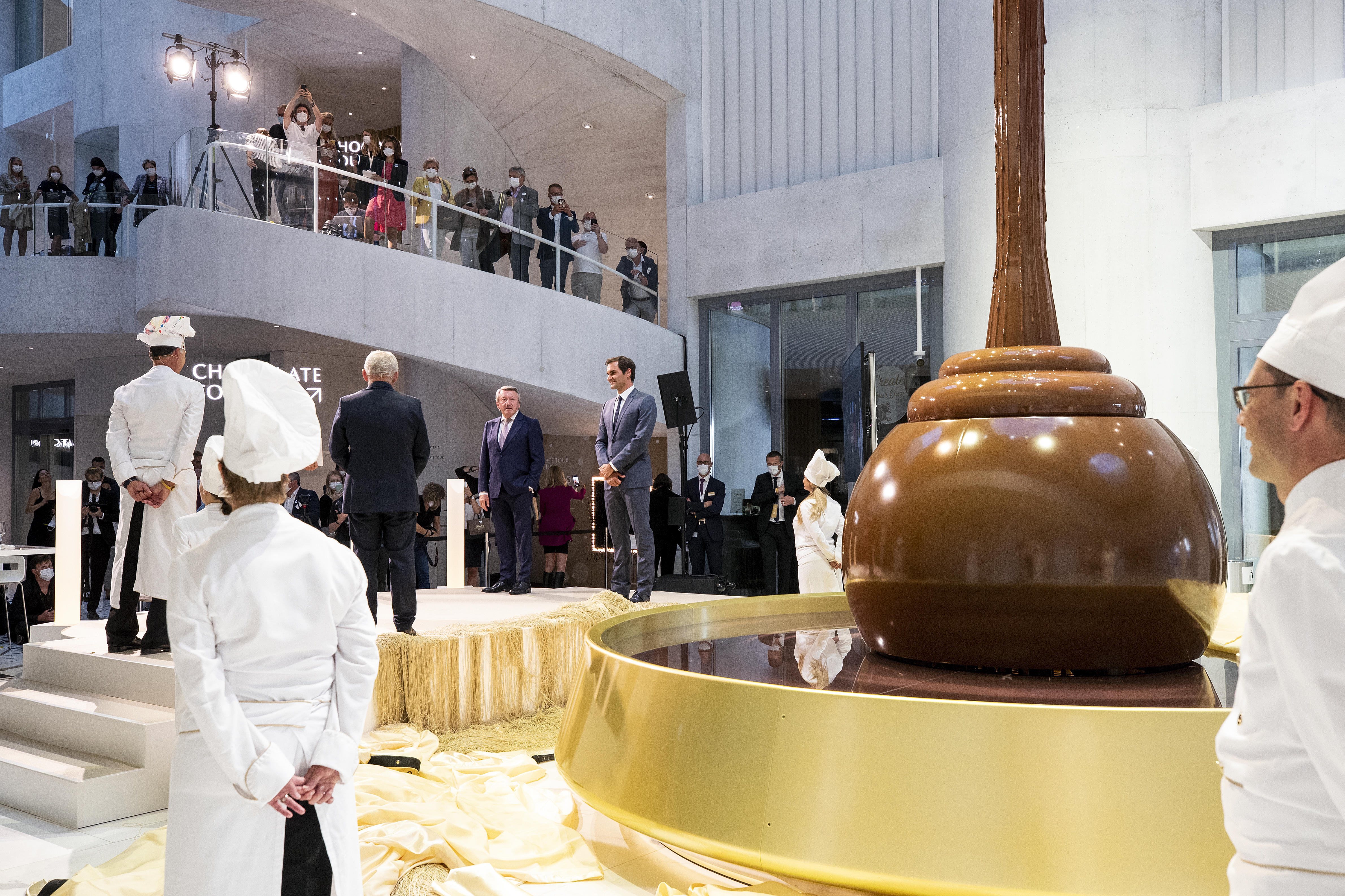 Lindt Home of Chocolate grand opening: Spectacular unveiling of the chocolate fountain with Roger Federer and Swiss Federal Council Ueli Maurer